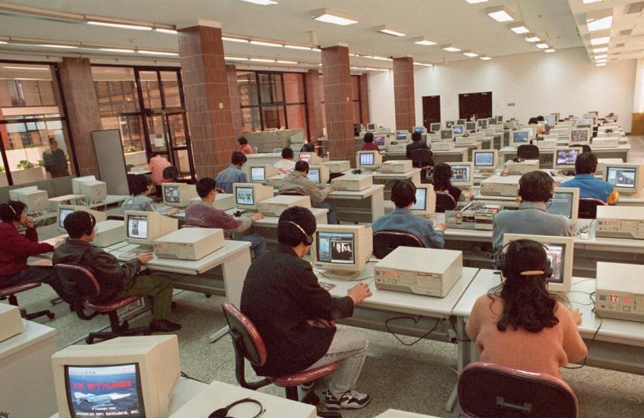 90年代的大学计算机室